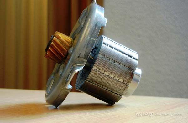 博世电动自行车的电驱电机,据说是奥迪A3电子助力转向系统中使用的电机