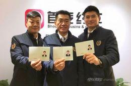 需通过考试 北京首张网约车证发出