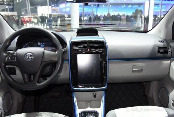 北汽新能源EV200内饰