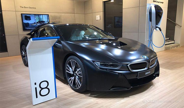 纯黑色涂装版宝马i8现身日内瓦车展
