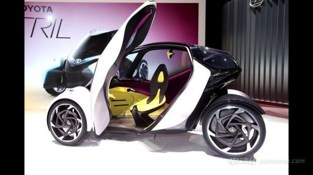 i-TRIL亮相,展示丰田对13年后交通愿景