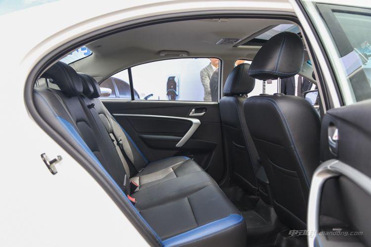 帝豪EV300场地试驾 想买它的人要知道这6点