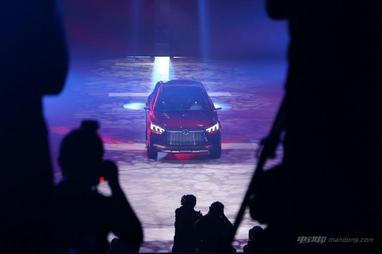 科技感爆棚 艾格操刀的比亚迪王朝概念车亮相