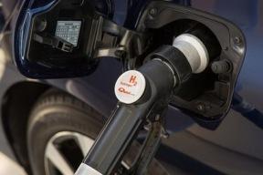 UPS快递投放氢燃料电池物流车 续航200km