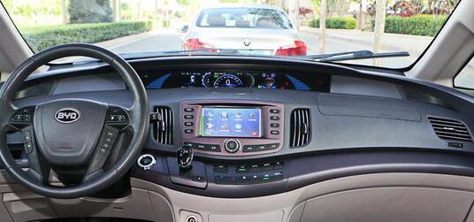 比亚迪e6纯电动汽车中控台