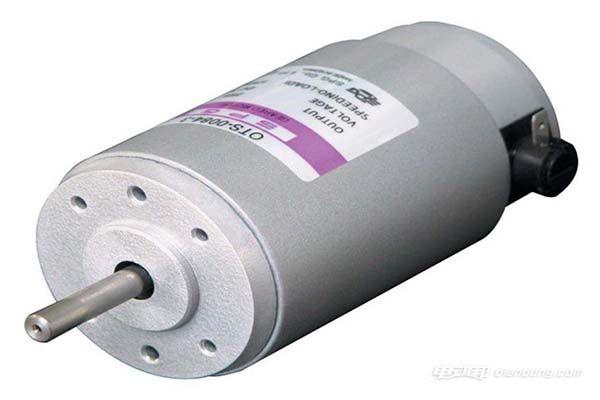 直流电机运行时静止不动的部分称为定子,定子的主要作用是产生磁场,由机座、主磁极、换向极、端盖、轴承和电刷装置等组成.图片