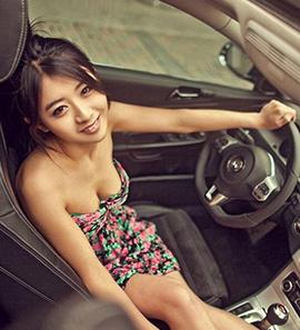 美女与大众CC 电动汽车