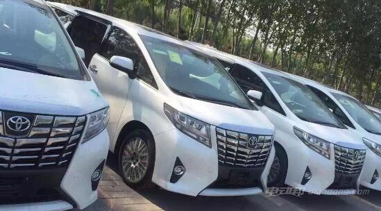 2016新款丰田阿尔法7座商务车车型