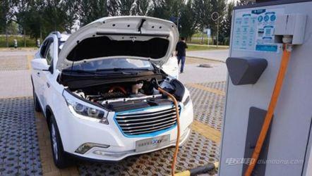 华泰EV160R新能源汽车 充电和动力表现出色