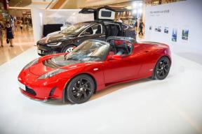 高性能纯电动跑车Roadster亮相北京