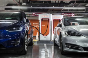 可50台特斯拉同时充电 特斯拉全球最大超级充电站上海揭幕