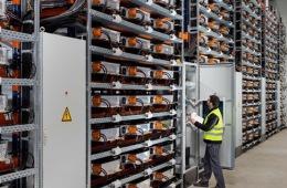 i3电动车产量突破10万 宝马利用旧电池建储能厂