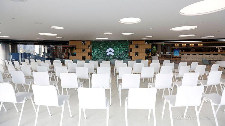 Forum区域 可容纳200人,此处可举办会议和论坛等