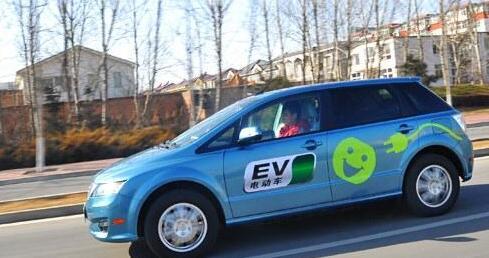 比亚迪纯电动汽车E6侧面