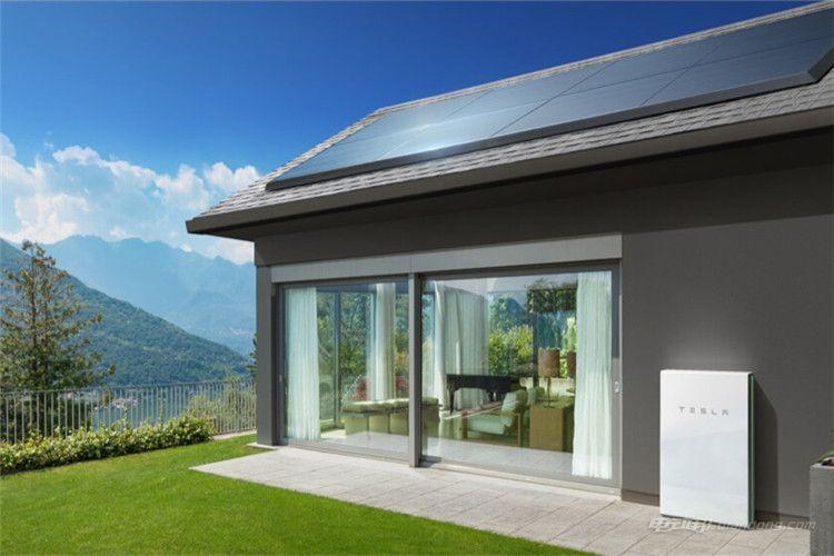 家庭个人用户可使用特斯拉Solar Roof和Powerwall,用于生产和存储能源_副本