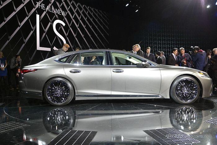 雷克萨斯纯电动汽车LS:动力