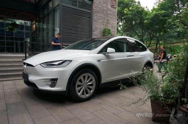 进口电动汽车:钱柜娱乐平台ModelX