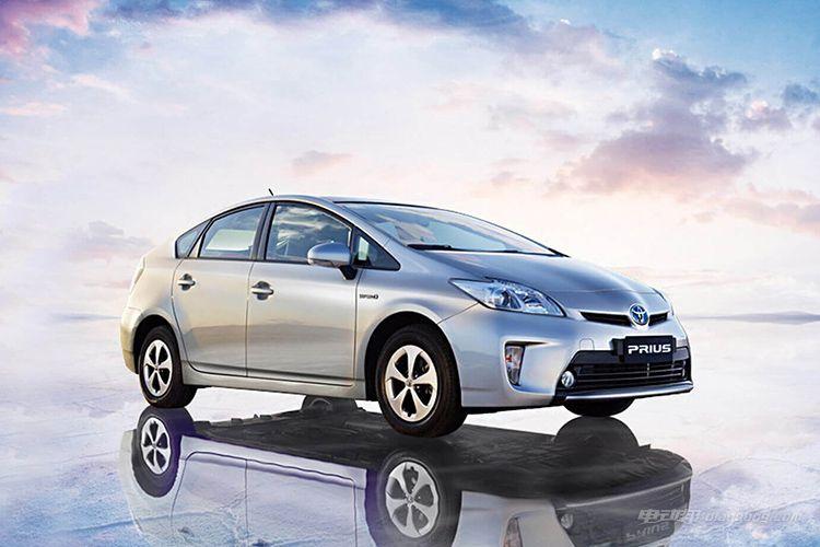 曾经的全球首款量产油电混动车型——丰田普锐斯