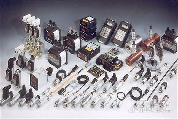 转速传感器的作用:作用 发动机控制系统用传感器是整个汽车传感器的核心,种类很多,包括温度传感器、压力传感器、位置和转速传感器、流量传感器、气体浓度传感器和爆震传感器等。供ECU对发动机工作状况进行精确控制,来提高发动机的动力性、降低油耗、减少废气排放和进行故障检测。