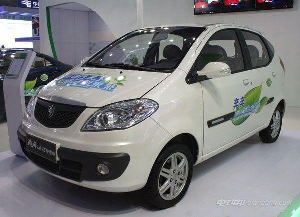 长安奔奔纯电动汽车:配置