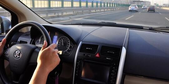 北汽E150 EV电动汽车中控台