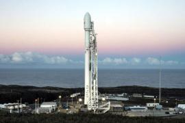 把特斯拉跑车送上太空! SpaceX猎鹰重型火箭成功发射