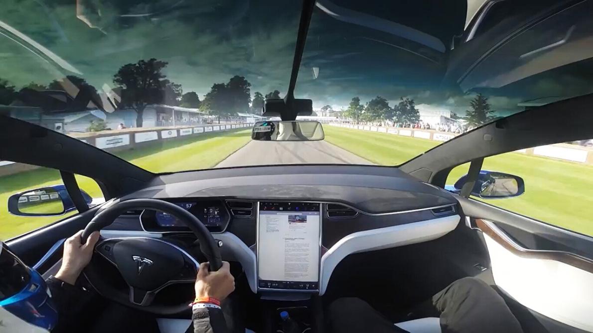 370公里长途+专业测试场 特斯拉Model X试驾体验报告