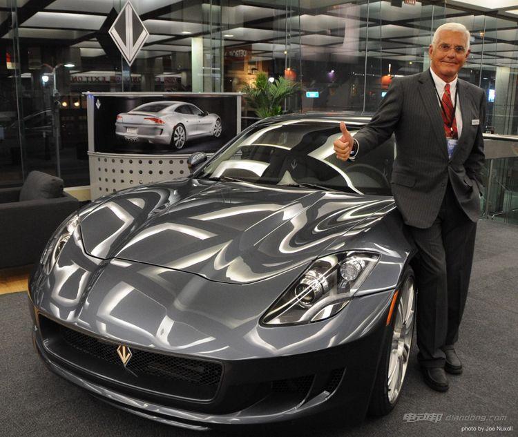 vl-automotive-destino-with-bob-lutz-at-2013-detroit-auto-show_100415886_l