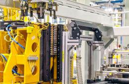 生产电池竟是大黄人做三明治?邦老师带你看上汽通用电池工厂