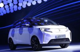新特首款纯电动小型车DEV1正式发布 全系不到10万!
