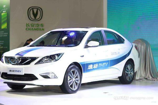 长安和之诺新能源汽车哪个好?逸动phev外型怎么样