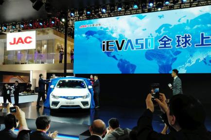 补贴后12.25万起 江淮IEVA50亮相北京车展