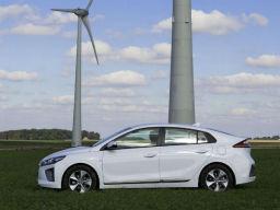 现代和华骐电动汽车哪个好?现代IONIQ与华骐300E哪个值得买
