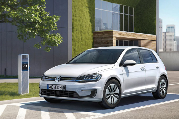 Volkswagen-e-Golf-2017-1024-01