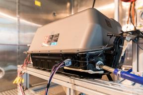 一块儿电池的诞生 邦老师带你了解通用中国电池实验室