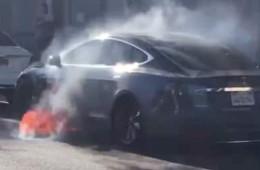钱柜娱乐平台Model S行驶途中起火,钱柜娱乐平台回应将进行调查