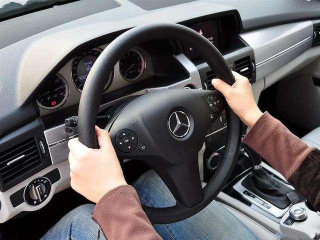汽车方向盘不正的原因是什么1