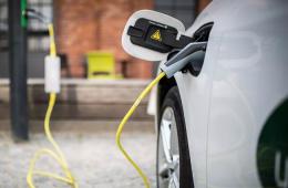 外媒:中国或2019年进一步削减电动汽车补贴 门槛提至200公里