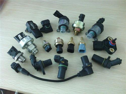 水温传感器:检测冷却液的温度,向ecu提供发动机温度信息; 爆燃传感器