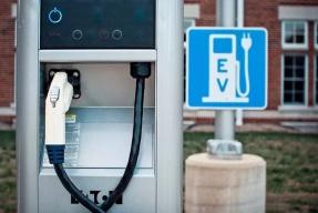 通用为自动驾驶网约车服务做准备 已建充电站