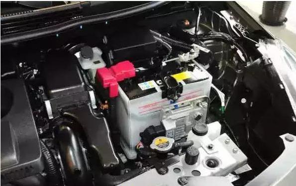 汽车蓄电池的故障标志及其原因如下: 1,电瓶故障前兆现象:每次启动时