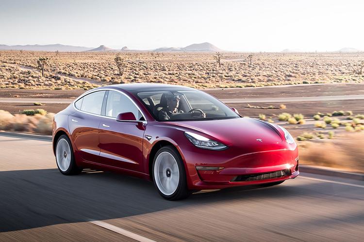 2017-Tesla-Model-3-front-three-quarter-in-motion-01