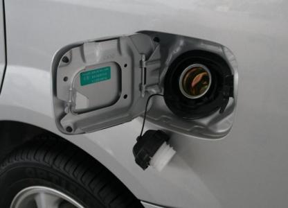 汽车漏油故障有损害 预防漏油措施:紧急自救方法