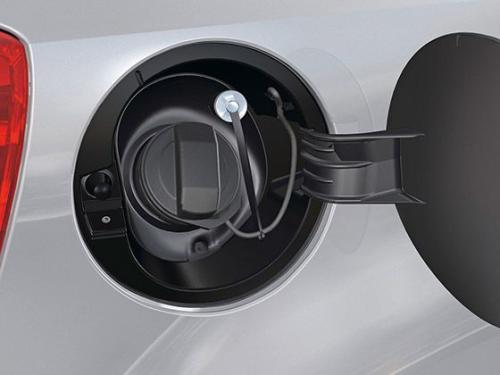 汽车漏油故障有损害 预防漏油措施:汽车油箱进水后发动机会怎么样