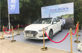 深圳区域首台插电混动全新索纳塔在媒体推介会上完成交车
