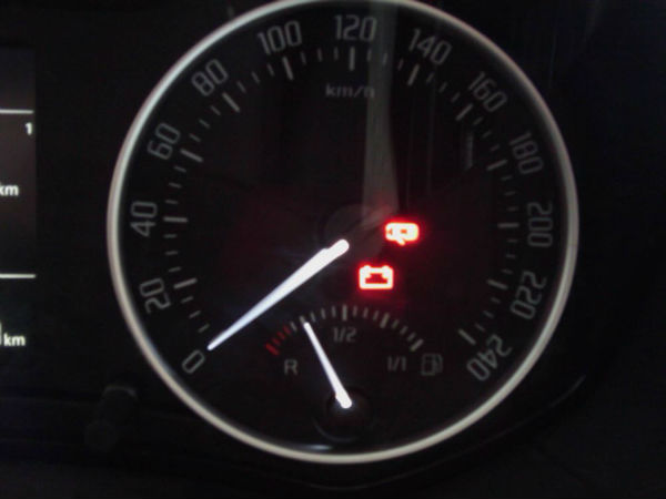 汽车电瓶指示灯为什么一