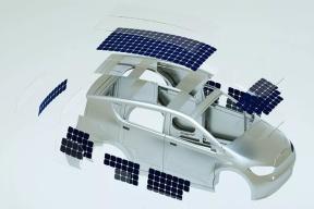 边开车边充电的太阳能汽车  最多增加30公里续航
