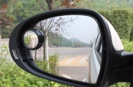 后视镜有必要装小圆镜吗,粘在哪个位置视野好