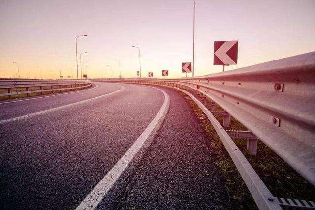 高速上行驶时:跑多快最省油