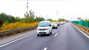 走进京津冀新能源汽车拉力赛西柏坡站 洞彻新能源汽车未来